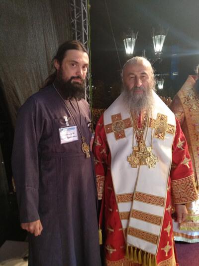 (Блаженнейший митрополит Онуфрий предстоятель УПЦ МП, после ночной литургии в Екатеренбурге)