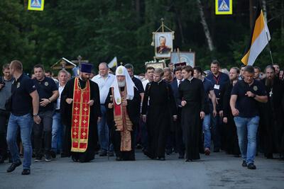 (Царский крестный ход возглавил Святейший Патриарх Московский и всея Руси Кирилл)