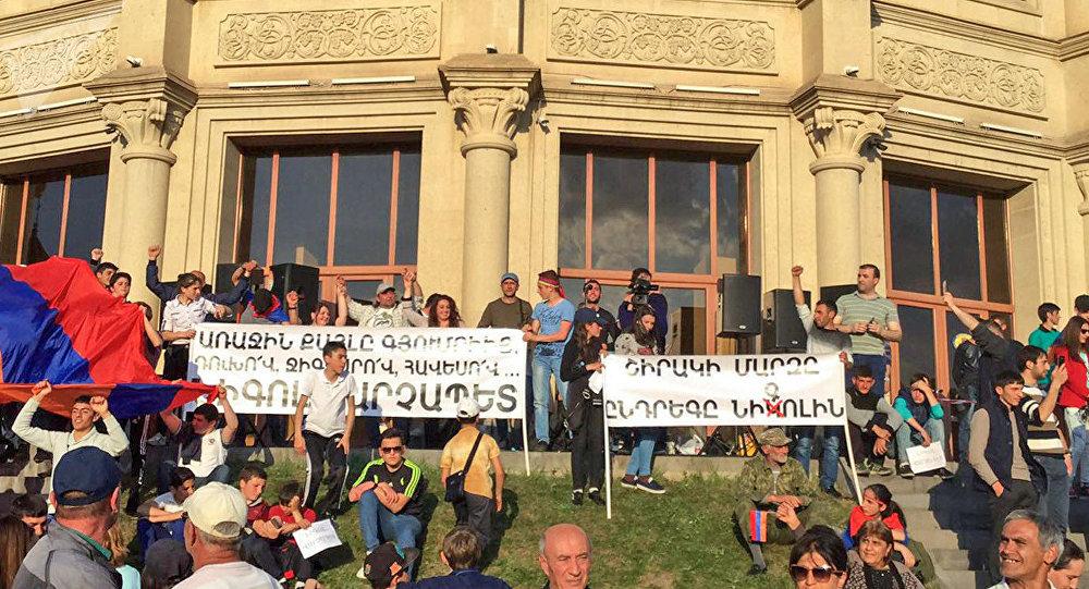 realnaya-oppoziciya-v-parlamentskix-vyborax-v-armenii-ne-uchastvuet-lepexin