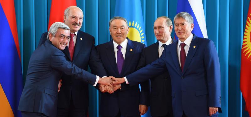 zachem-rukovodstvo-kazaxstana-prevrashhaet-stranu-v-dom-iz-stekla