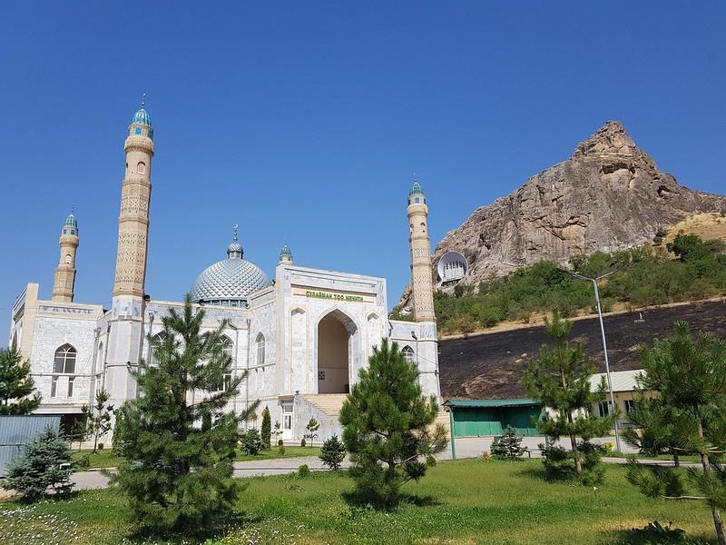 На момент распада СССР в Киргизии было 39 действующих мечетей, сегодня - 2.647.