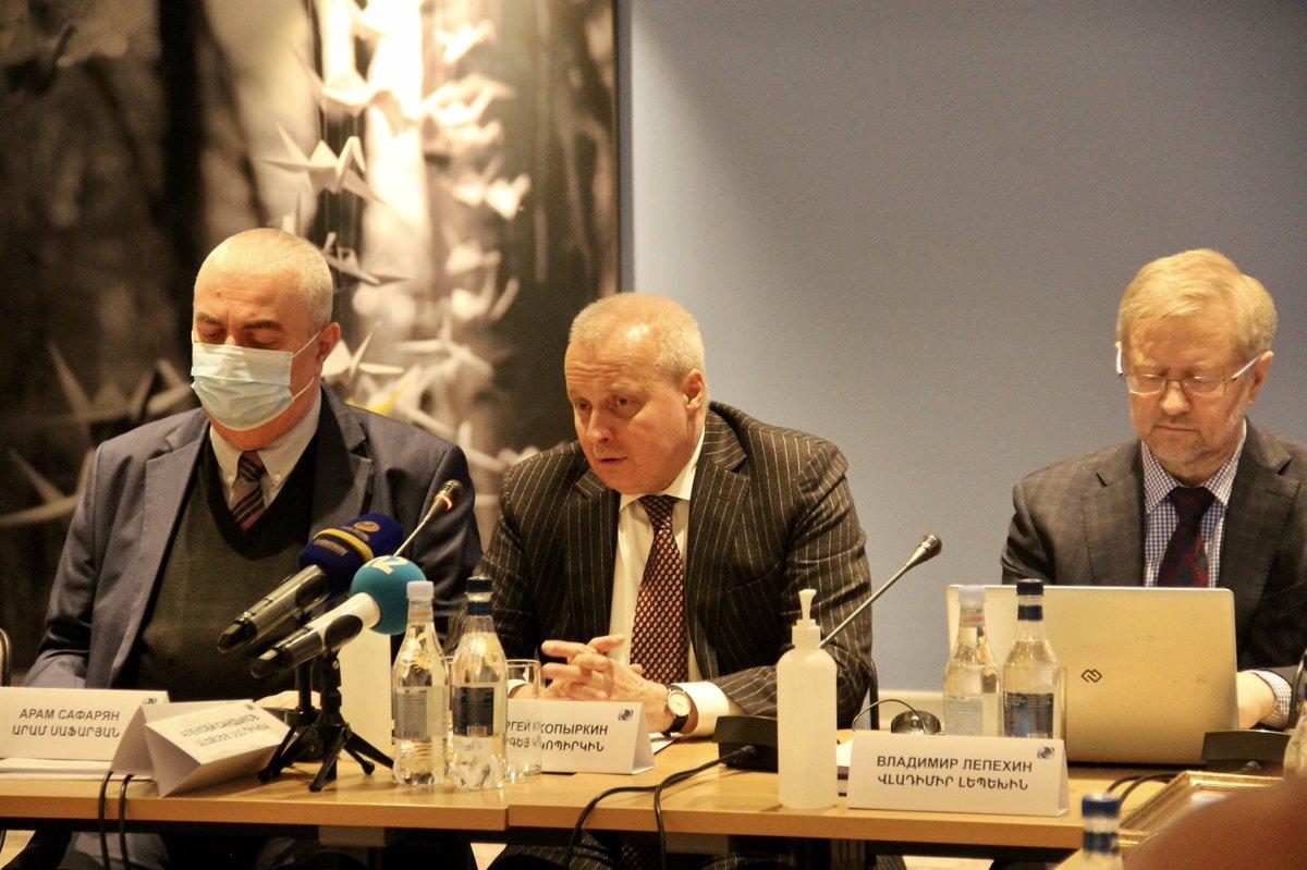 Посол России в Армении Сергей Копыркин выступает на круглом столе на тему «Актуальные вопросы армяно-российского стратегического союза перед лицом угроз и вызовов современности»
